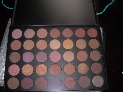 This is an unbroken Taupe Palette
